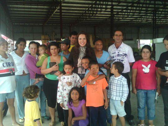 Famílias carentes do bairro do Holandes em Piraquara - PR